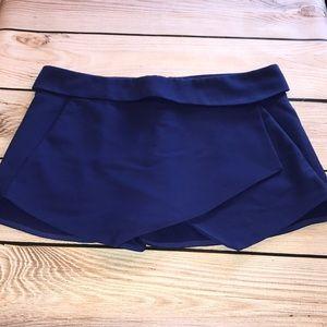Zara basic skirt. Large. Pockets on sides.